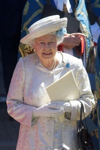 Queen_Elizabeth_stratton_003